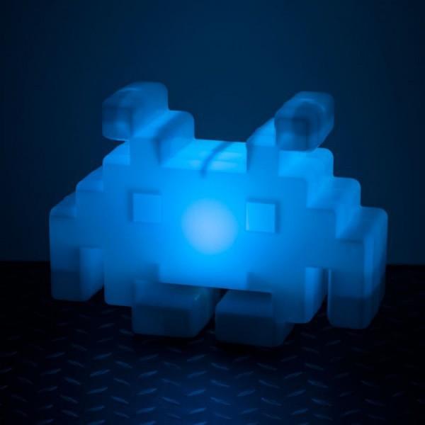 lampe space invaders multicolore. Black Bedroom Furniture Sets. Home Design Ideas