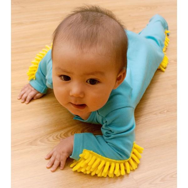 Pyjama bébé ramasse poussière