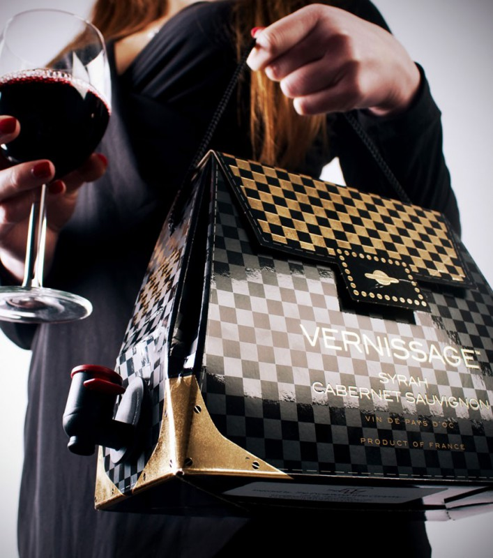 Bien connu à main cubi de vin SA21