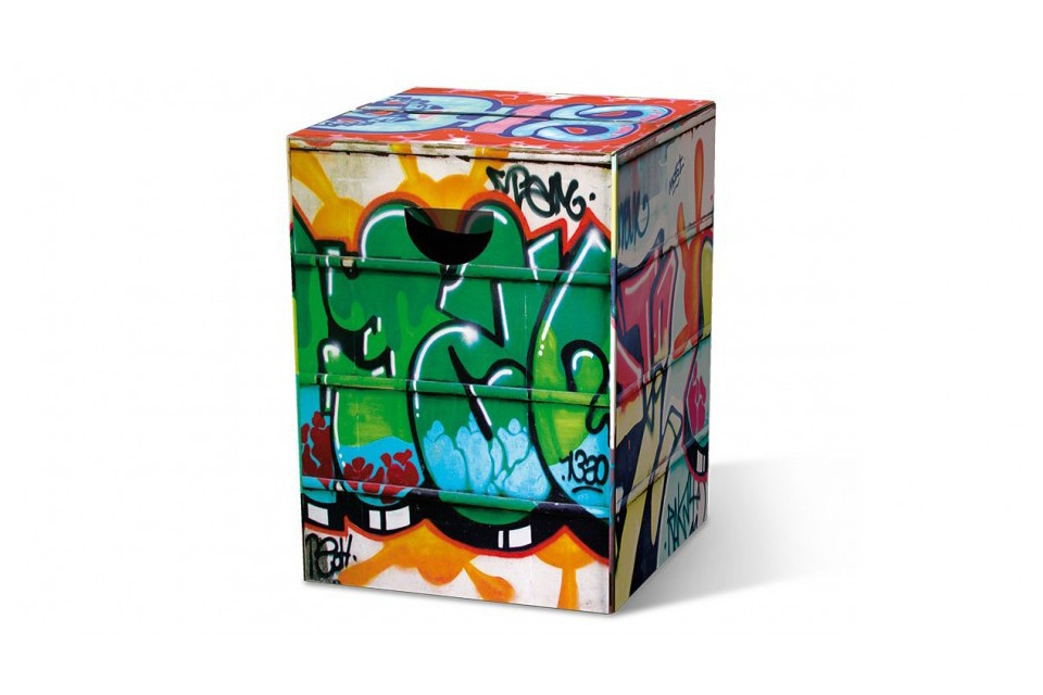 le tabouret en carton graffiti. Black Bedroom Furniture Sets. Home Design Ideas