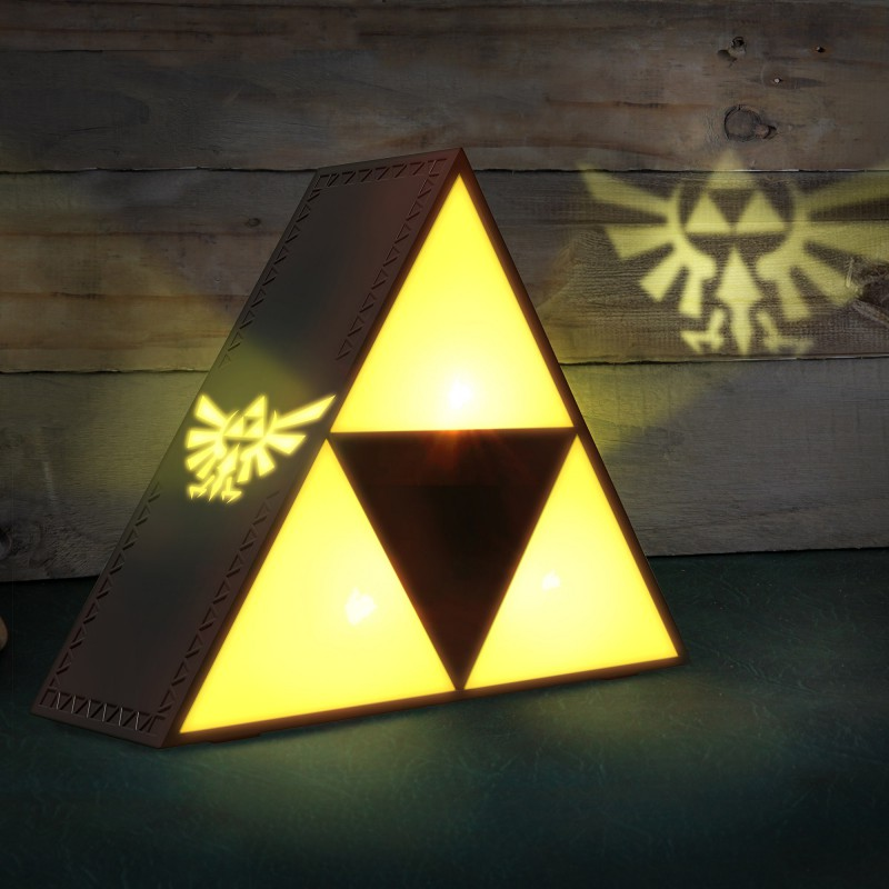 lampe de chevet triforce zelda commentseruiner. Black Bedroom Furniture Sets. Home Design Ideas