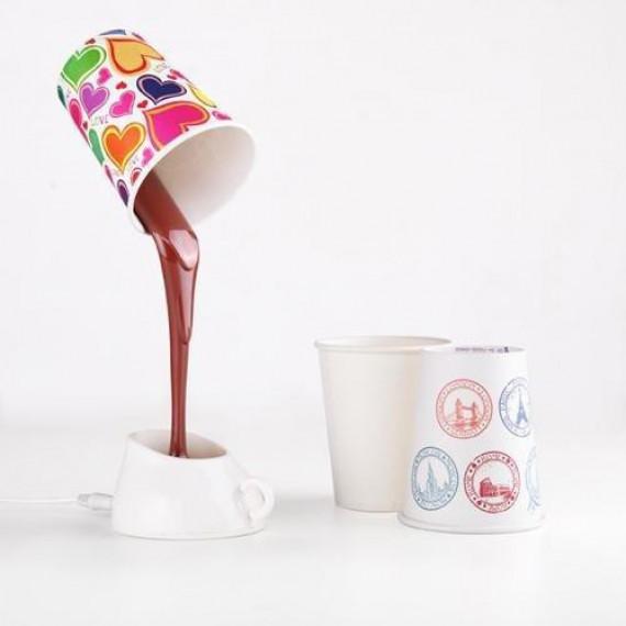 La lampe tasse de café renversée